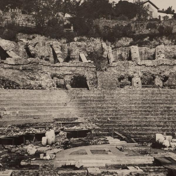 Le théâtre en cours de fouilles vers 1934